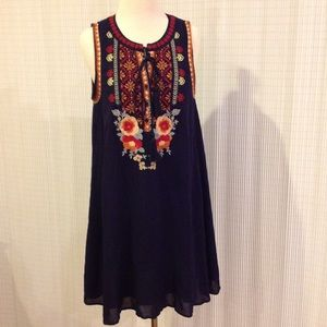 Andre by Unit Embroidered Sleeveless Dress Size M